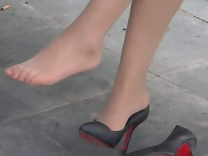 My nylon hooves in high-heels in hammer away parking-lot !